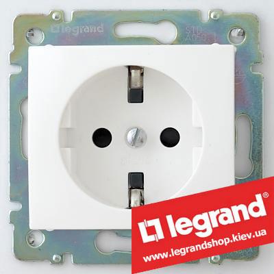 Розетка с заземлением, с защитными шторками, Legrand Valena 16А 774421 (белая)
