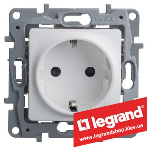 Розетка с заземлением Legrand Etika 16А (белая)