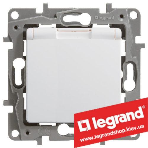 Розетка с заземлением и крышкой IP44 Legrand Etika 16А со шторками (белая)