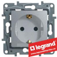 Розетка с заземлением Legrand Etika Plus 16А со шторками (алюминий) клеммы