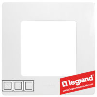 Рамка 3-я Legrand Etika 672503 (белая)