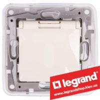 Розетка с заземлением и крышкой IP44 Legrand Etika 16А со шторками (слоновая кость)